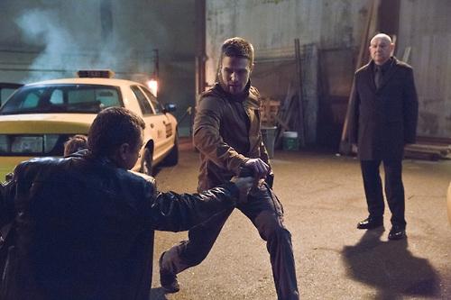 Arrow: Stephen Amell, Alexei Leonov, Eugene Lipinski nell'episodio Suicide Squad