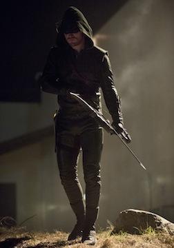 Arrow: Stephen Amell nell'episodio Birds of Prey della seconda stagione