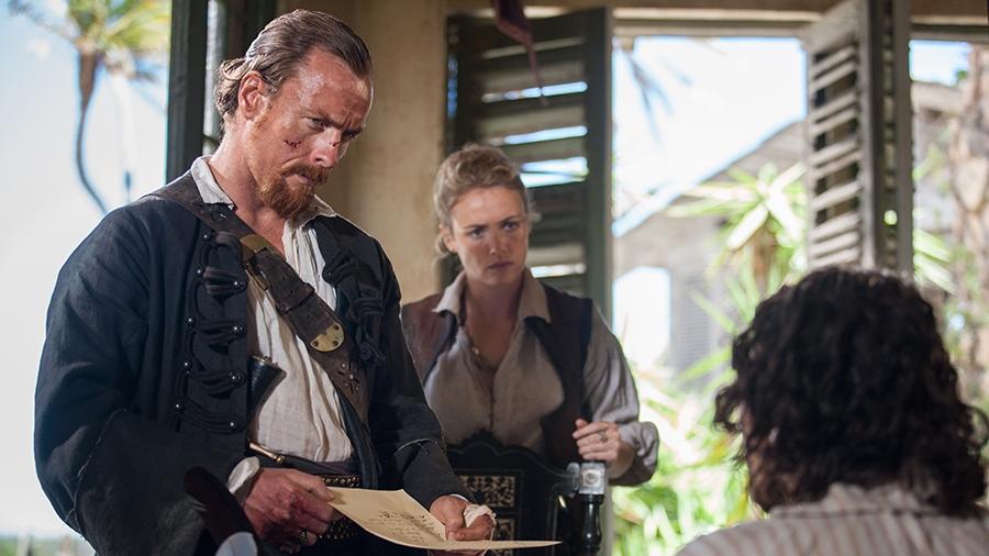 Black Sails: Hannah New con Toby Stephens in una scena del terzo episodio della prima stagione