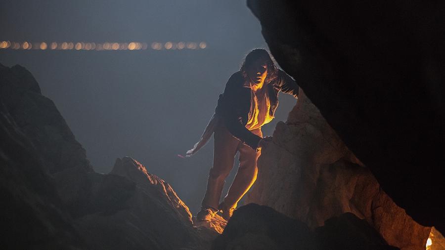 Black Sails: Luke Arnold in una scena del secondo episodio della prima stagione