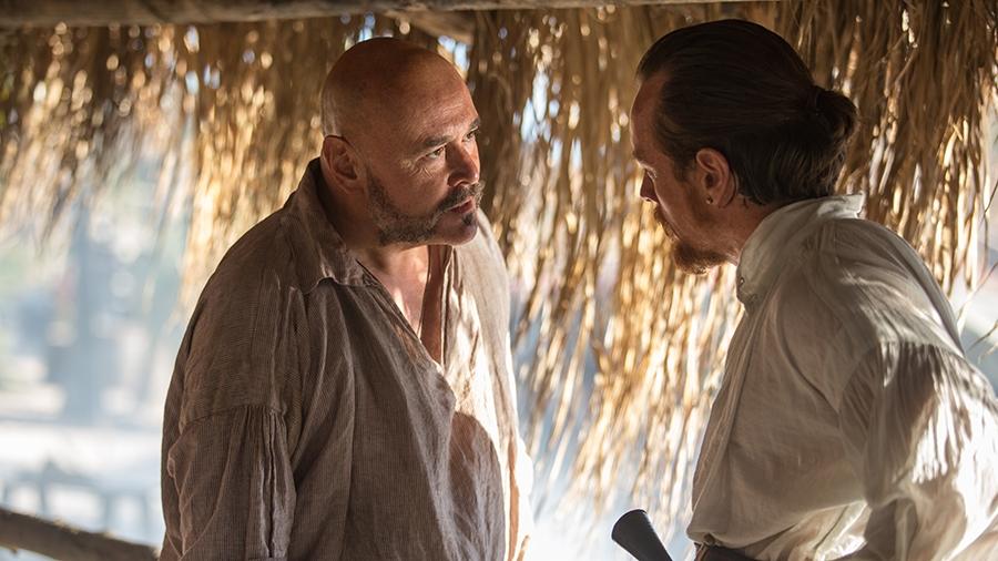 Black Sails: Toby Stephens e Mark Ryan in una scena del terzo episodio della prima stagione