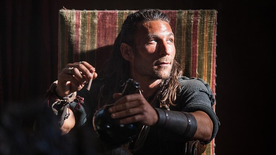 Black Sails: Zac McGowan in una scena del terzo episodio della prima stagione