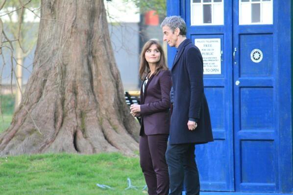Doctor Who: Peter Capaldi insieme a Jenna-Louise Coleman un'immagine dal set dell'ottava stagione della serie