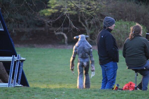 Doctor Who: un'immagine di un 'alieno' sul set dell'ottava stagione della serie
