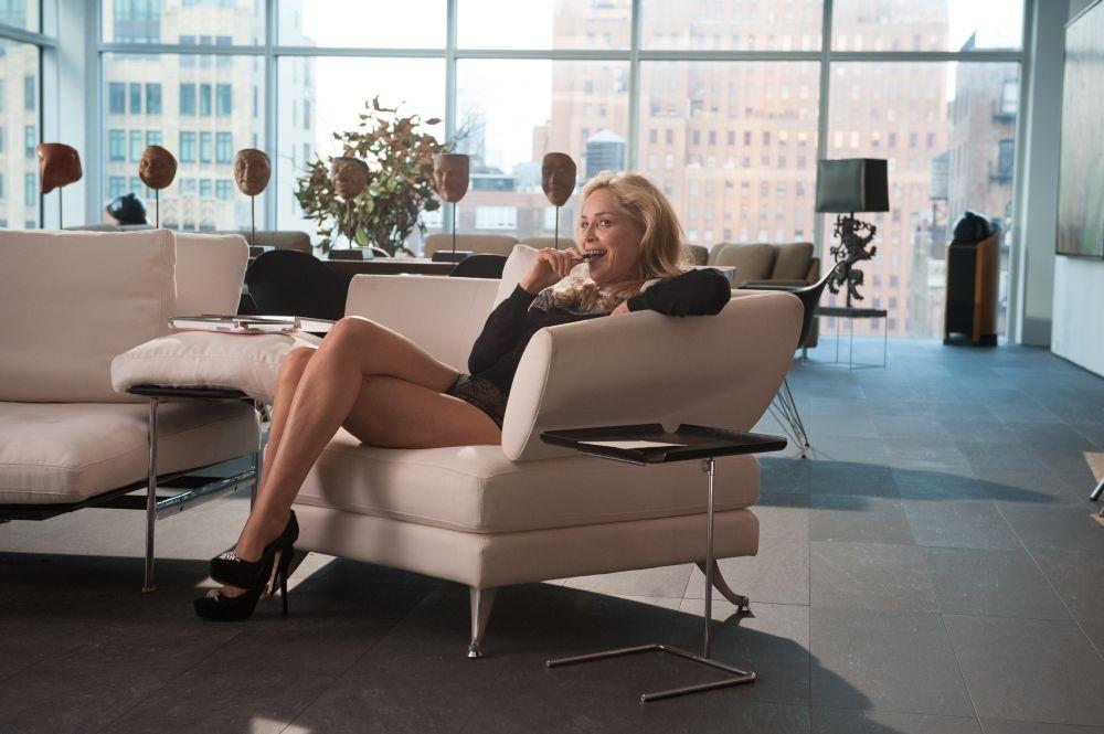 Gigolò per caso: Sharon Stone sexy e ammiccante in una scena del film