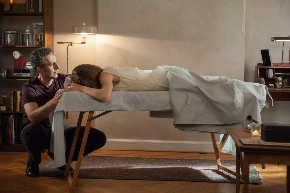 Gigolò per caso: Vanessa Paradis in una scena del film insieme a John Turturro