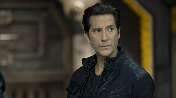 The 100: Henry Ian Cusick in una scena del pilot