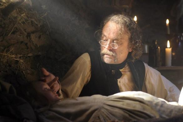 Deadwood: Brad Dourif in un'immagine della prima stagione