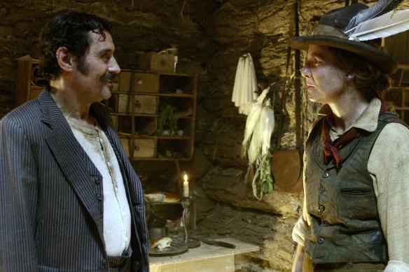 Deadwood: Ian McShane in una scena della prima stagione