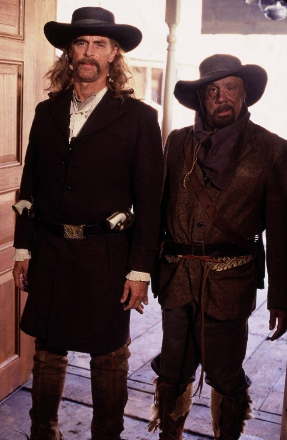 Deadwood:  Keith Carradine e Dayton Callie in un'immagine della prima stagione