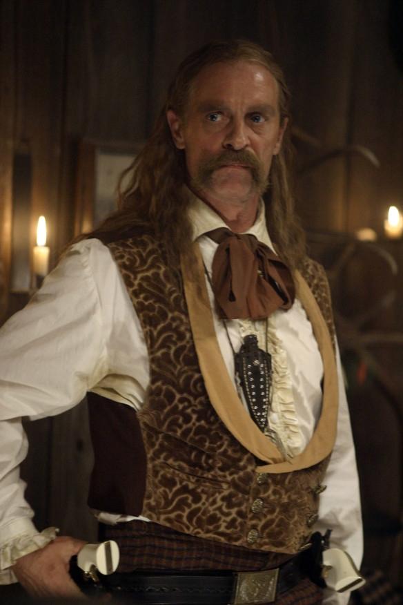 Deadwood: Keith Carradine in una scena della prima stagione della serie