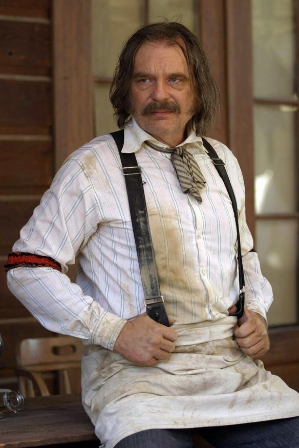 Deadwood: Leon Rippy  in un'immagine della prima stagione