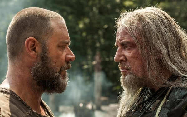 Noah: Russell Crowe a confronto con Ray WInstone