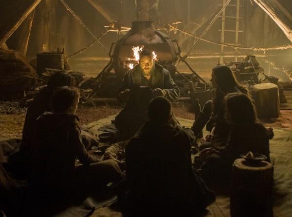 Noah: Russell Crowe con la famiglia al completo riunita intorno al fuoco