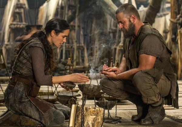 Noah: Russell Crowe e Jennifer Connelly preparano il cibo per la famiglia