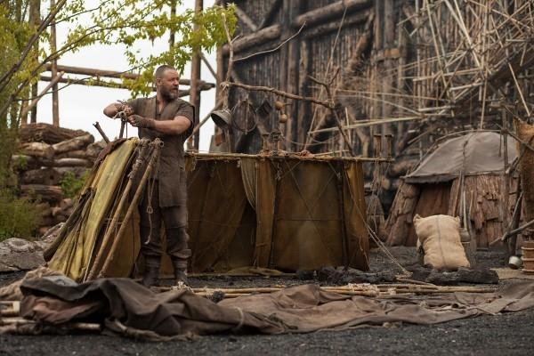 Noah: Russell Crowe impegnato a costruire l'arca