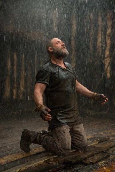 Noah: Russell Crowe in ginocchio di fronte alla potenza di Dio