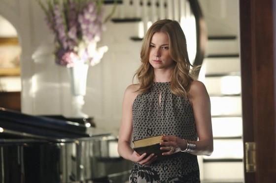 Revenge: Emily VanCamp in una scena dell'episodio Struggle