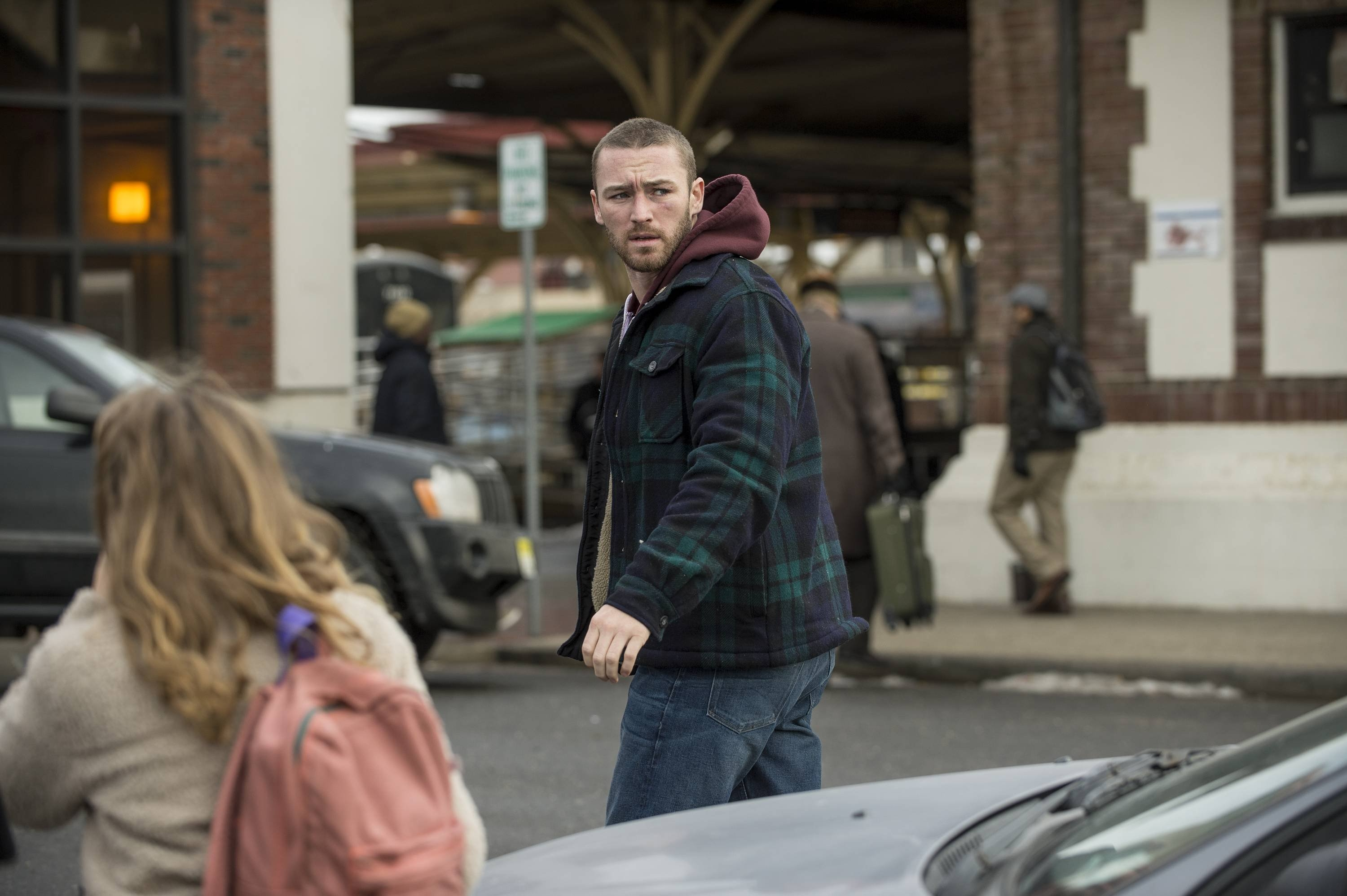 Believe: Jake McLaughlin con Johnny Sequoyah nell'episodio Beginner's Luck