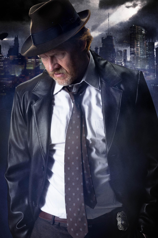 Gotham: prima immagine promozionale della serie con Donal Logue nel ruolo del Detective Bullock