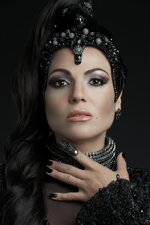 C'era un volta: Lana Parrilla in un poster promozionale della terza stagione della fantasy series