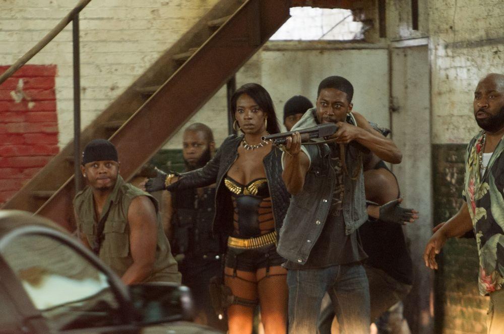 Brick Mansions: Ayisha Issa in una scena del film