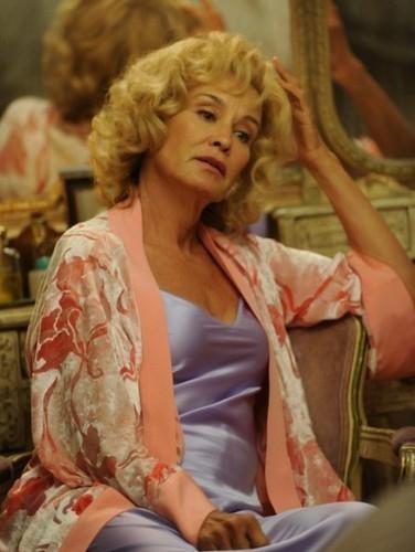 Jessica Lange in una scena del secondo episodio di American Horror Story