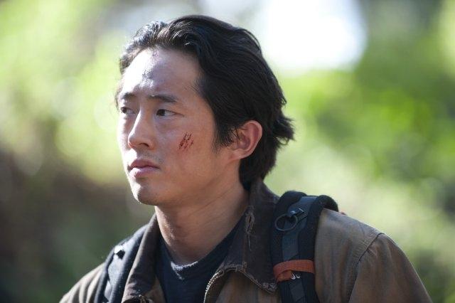 The Walking Dead: un primo piano di Steven Yeun nell'episodio Noi