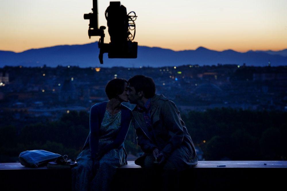 Ti ricordi di me?: Ambra Angiolini bacia Edoardo Leo sul set del film