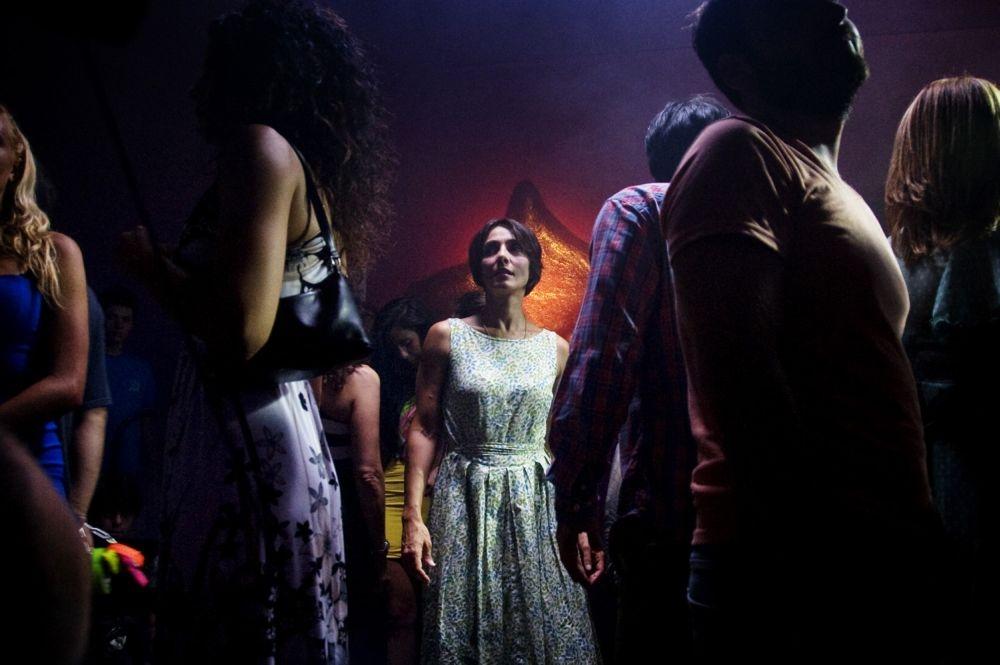 Ti ricordi di me?: Ambra Angiolini in discoteca in una scena del film