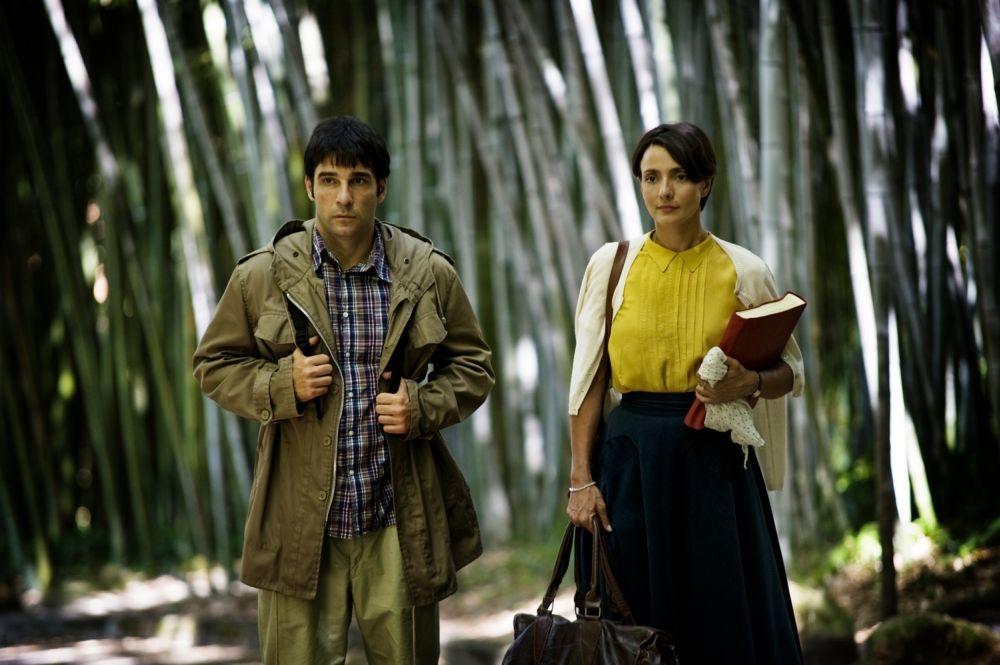 Ti ricordi di me?: Edoardo Leo passeggia insieme ad Ambra Angiolini in una scena del film