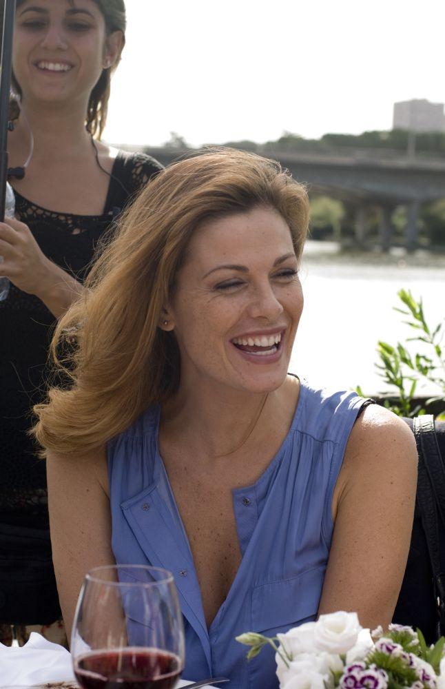 Ti sposo ma non troppo: Vanessa Incontrada sorridente sul set del film