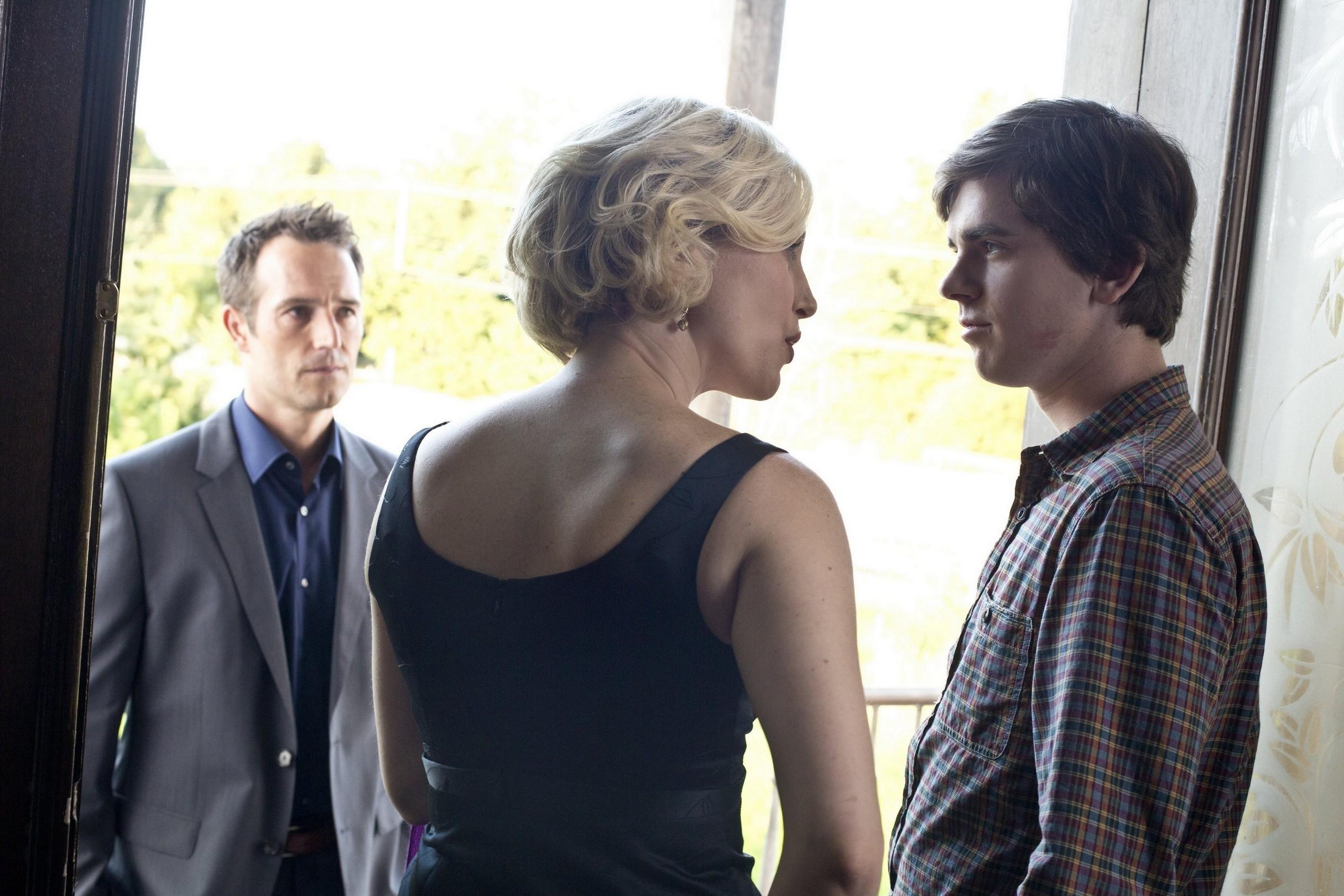 Bates Motel: Vera Farmiga e Michael Vartan nell'episodio Check-Out