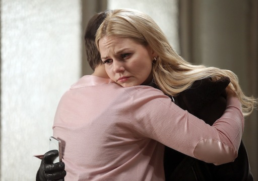 C'era una volta: Ginnifer Goodwin con Jennifer Morrison nell'episodio Quiet Minds