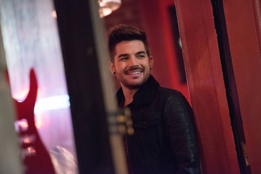Glee: Adam Lambert in una scena dell'episodio New New York