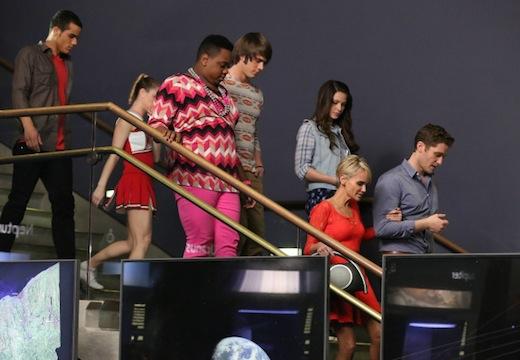 Glee: il cast in un momento dell'episodio New Directions
