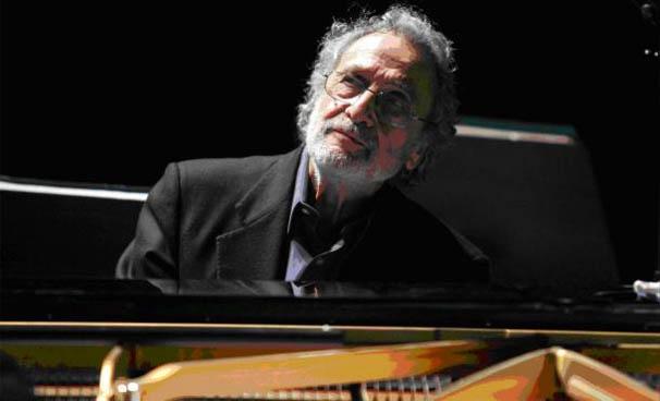 Luis Enriquez Bacalov in un'immagine promozionale