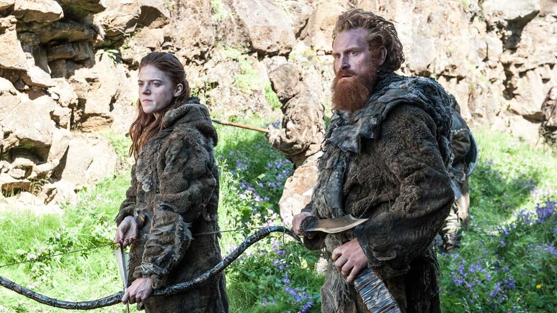Il trono di spade: Kristofer Hivju e Rose Leslie in una scena della quarta stagione
