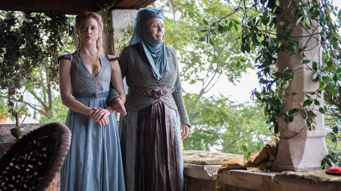 Il trono di spade: Natalie Dormer e Diana Rigg nell'episodio Two Swords