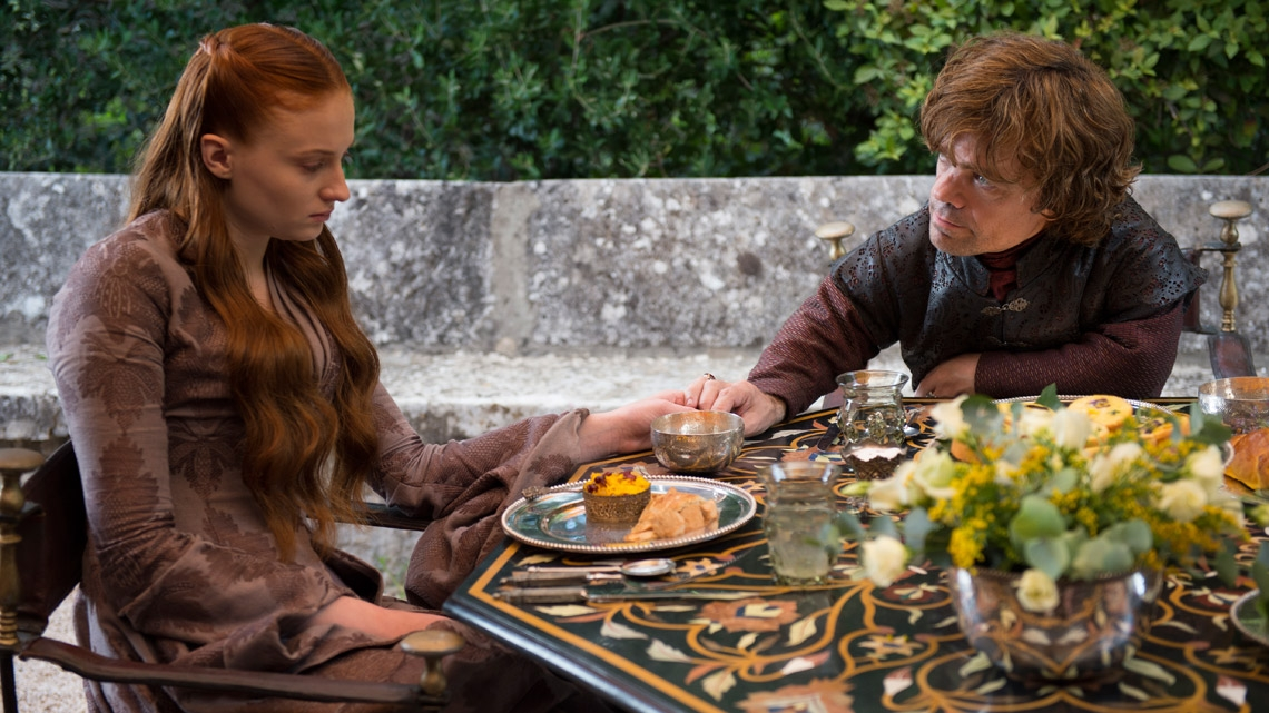 Il trono di spade: Sophie Turner e Peter Dinklage nell'episodio Two Swords