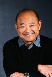 Una foto di Clyde Kusatsu