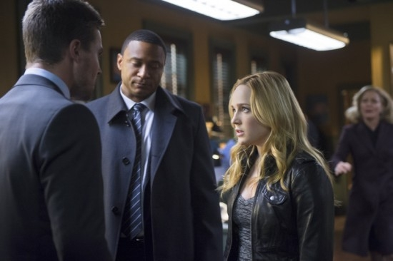 Arrow: Caity Lotz  e David Ramsey nell'episodio Deathstroke