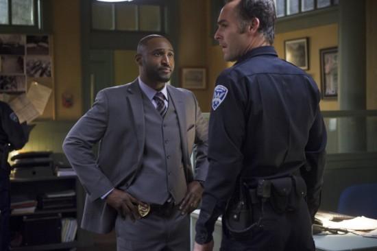 Arrow: Paul Blackthorne con Adrian Holmes in una scena dell'episodio Deathstroke