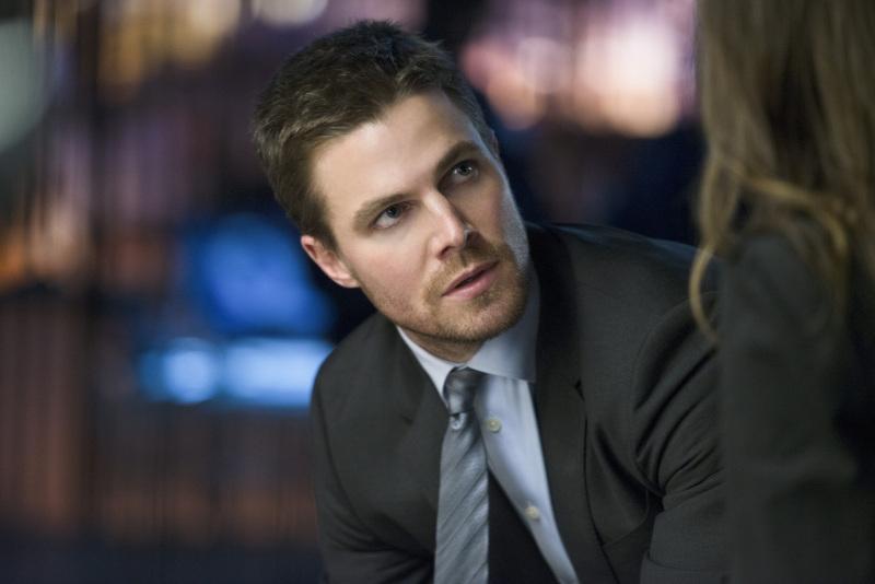 Arrow: Stephen Amell in un momento  dell'episodio Deathstroke