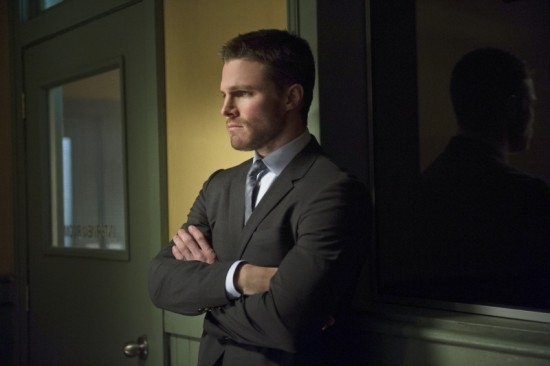 Arrow: Stephen Amell in una scena dell'episodio Deathstroke della seconda stagione