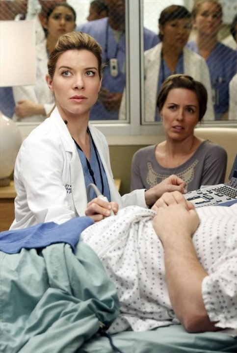 Grey's Anatomy: Erin Allin O'Reilly e Tessa Ferrer nell'episodio We Gotta Get Out of This Place