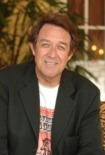 Una foto di Larry Pine