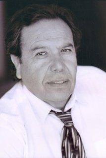 Una foto di Louie Olivos Jr.