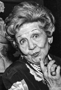Una foto di Mae Questel