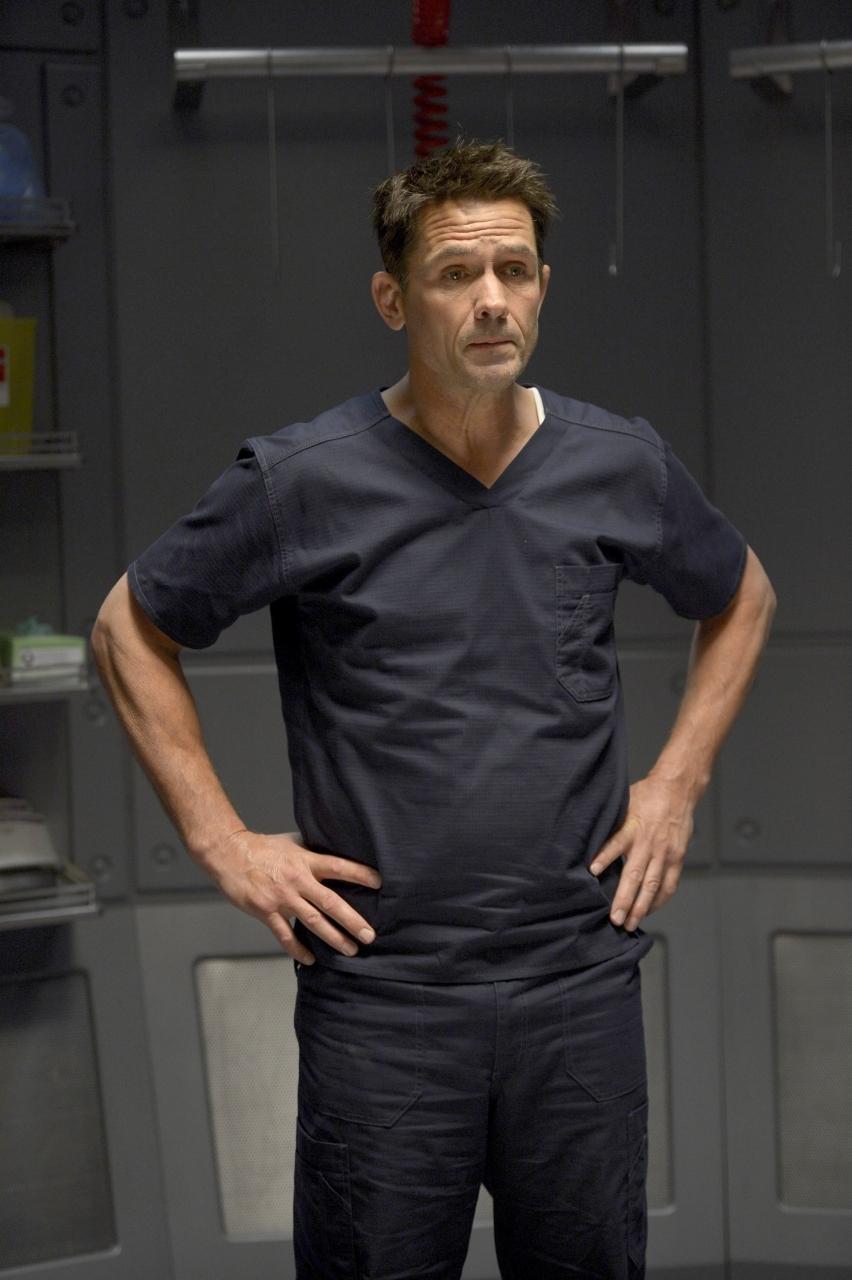 Helix: Billy Campbell durante una scena del primo episodio della serie